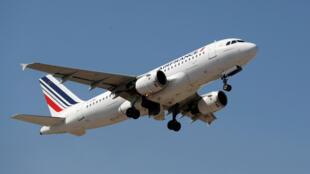 """O avião da companhia aérea francesa foi obrigado a voltar para trás por não ter """"autorização da Rússia""""."""