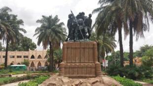 Monument en hommage aux héros africains, construit en 1924. Place de la Liberté à Bamako au Mali.