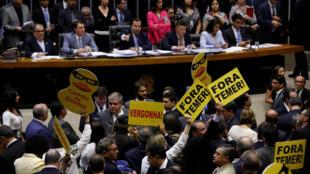 A conturbada votação desta quarta-feira(25) na Câmara dos Deputados.
