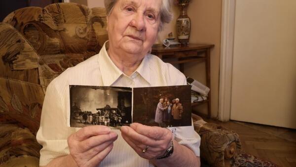 Janina Iwanska et les photos avec ses amies déportées du camp d'Auschwitz-Birkenau. A gauche, juste après leur libération en 1945.