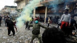 Người biểu tình ném đá và bom xăng, lượng an ninh đáp trả bằng những tràng súng. Bagdad, Irak, ngày 28/11/2019.