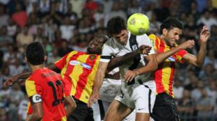 Lors d'un match de Ligue des champions 2014 entre l'Espérance Tunis et le CS Sfaxien.