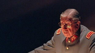 Le général Augusto Pinochet, le 21 août 1997, à l'Ecole militaire de Santiago.