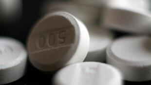 Mỗi năm, các hiệu thuốc tại Pháp bán tổng cộng một tỉ hộp thuốc có chứa Paracetamol.