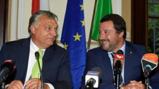 Orbán (esquerda) e Salvini se reuniram em agosto passado em Milão.