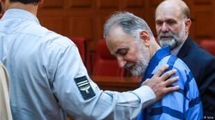 محمدعلی نجفی، دو روز پس از آزادی، به زندان بازگشت - تصویر آرشیوی
