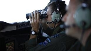 Um oficial da Marinha dos Estados Unidos diz que a procura pelo avião da Malaysia Airlines pode levar anos.