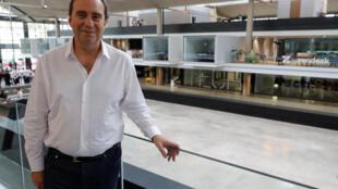 """Xavier Niel, người có sáng kiến tạo ra """"lò ấp"""" Station F-Paris."""