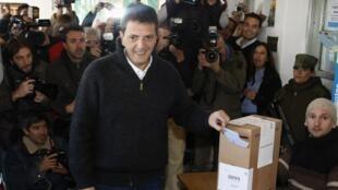 Sérgio Massa, prefeito da cidade argentina de Tigre, votou  numa escola pública, neste domingo, 11 de agosto de 2013.