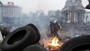 Suite à la centaine de morts durant la révolution de février 2014, une seule personne est actuellement incarcérée. Place de l'Indépendance, à Kiev, le mercredi 19 février 2014.