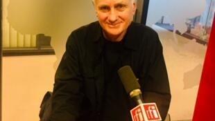 Mike Nicol, écrivain sud-africain, en studio à RFI (octobre 2019).