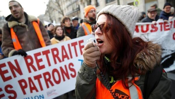 法国首都巴黎再次爆发反对退休制度改革示威抗议。