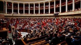 El proyecto de ley de asilo e inmigración provocó una guerra en la Asamblea (ilustración)