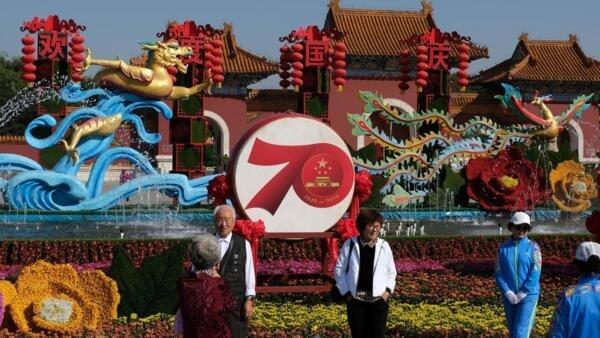 中國建國70周年前夕,遼寧瀋陽北陵公園中的擺設 2019年9月24日
