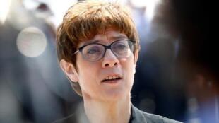 克蘭普-卡倫鮑爾(Annegret Kramp-Karrenbauer)被任命為德國國防部長