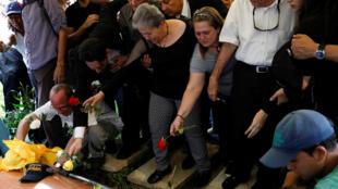 委內瑞拉反對派議員阿爾班的遺體被安葬在一個墓地 2018年10月10日