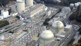 Vista aérea da central nuclear de Takahama