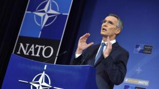 Йенс Столтенберг заявил, что НАТО аннулирует аккредитацию семи членов российской миссии