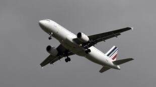 """圖為空客A320""""飛機航行中"""