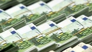 The colour of money - 100 and 200-euros notes
