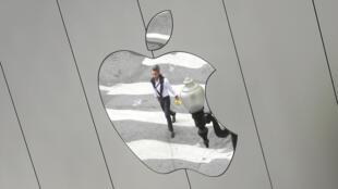 Après l'Irlande, la marque Apple a rapatrié discrètement son argent sur l'île de Jersey pour continuer de bénéficier des avantages d'un paradis fiscal.