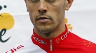 Ciclista francês Remy Di Gregorio responde aos questionamentos da polícia.