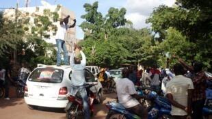 Les supporters d'Ibrahim Boubacar Keita ont manifesté leur joie à l'annonce des premières tendances par le ministre de l'Administration territoriale, le colonel Moussa Sinko Coulibaky, le 30 juillet 2013.