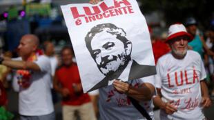 Apoiantes de Lula clamam a sua inocência no passado dia 11 de Fevereiro.