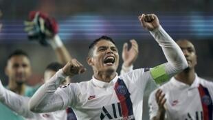 Thiago Silva, defesa brasileiro e capitão do PSG.