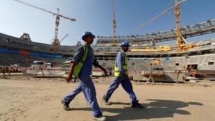 Des ouvriers travaillant sur le site du stade de Lusail, au Qatar, le 20 décembre 2019.
