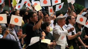 Cử tri Nhật nghe bài diễn văn của thủ tướng Shinzo Abe tại Tokyo. Ảnh chụp hôm 09/07/2016.