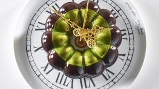 Торт-часы итальянских кондитеров, представленный в финале Чемпионата мира по кондитерскому искусству в 2015 г.