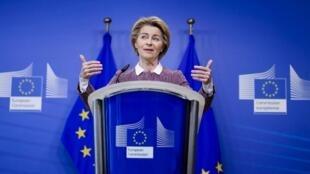 La présidente de la Commission européenne, Ursula von der Leyen, lors d'une conférence de presse sur l'intelligence artificielle, le 19 février 2020 à Bruxelles.