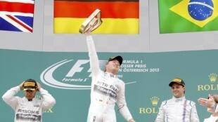 Rosberg comemora vitória na Áustria.