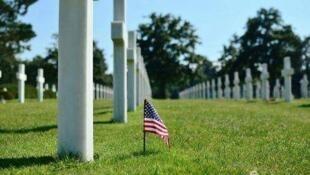 奧馬哈海灘附近的美軍墓園