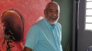 Leonardo Padura dans sa maison natale de Mantilla à La Havane: je ne suis pas autre chose qu'un écrivain cubain et j'ai besoin de Cuba pour écrire, c'est aussi simple que cela, répond L. Padura à ceux qui lui demandent pourquoi il n'a pas choisi l'exil.