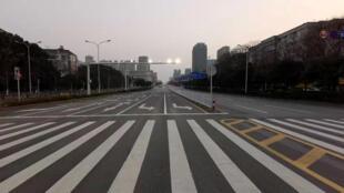 Une rue déserte de la ville chinoise de Wuhan, le 3 février 2020.