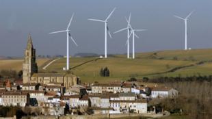 L'éolien et le solaire font chuter le prix de l'électricité sur les marchés de gros en Europe.