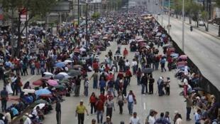 El pasado 23 août 2013, 2.500 maestros bloquearon el acceso al aeropuerto de Ciudad de México durante varias horas como parte de sus protestas contra la reforma educativa.