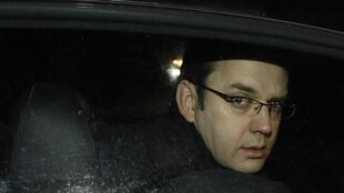 "O ex-editor do ""News of the World"", Andy Coulson, foi preso por escândalo de grampos."