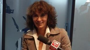 A cravista Rosana Lanzelotte, nos estúdios da RFI.