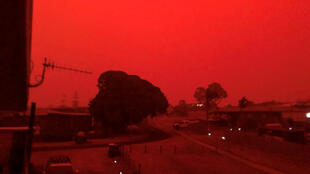 Smoke from massive bushfires turns the sky red in Mallacoota, in Australia's southern state of Victoria, where hundreds were evacuated, 4 January 2020.