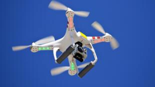 L'utilisation croissante de drones militaires, commerciaux et pour le divertissement pourrait entraîner des collisions entre ces appareils sans pilote et des avions de ligne.