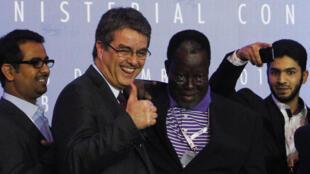 Roberto Azevêdo, diretor-geral da OMC comemora o acordo obtido neste sábado, 7 de dezembro de 2013,  na cupúla de Bali, na Indonésia.