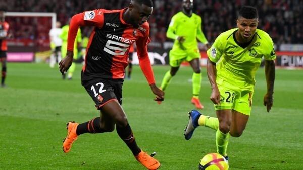 Reinildo, internacional moçambicano do Lille (direita).