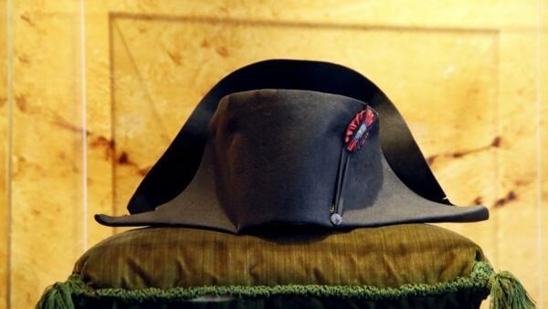 Chapéu de Napoleão será leiloado neste final de semana na França.
