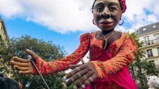 Гигантские марионетки труппы Moçambique
