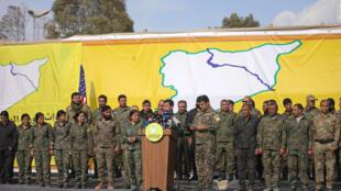 """Mazloum Kobani, comandante das Forças Democráticas Sírias, anunciou neste sábado, 23 de março de 2019, o fim do """"califado"""" do grupo Estado Islâmico na Síria."""