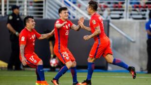 Jugadores chilenos celebrando uno de los 7 goles frente a México el 19 de junio en la Copa América.