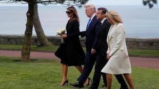 6月6日,美国总统特朗普夫妇、法国总统马克龙夫妇一道前往拜祭诺曼底美军墓园。